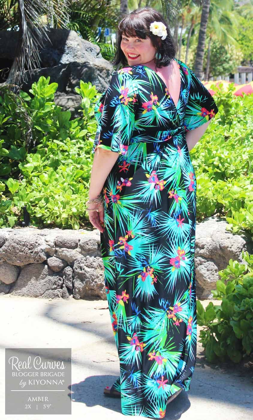 "bf4b83b37cc73 Blogger  admcculloch mber (5 9"" and a size 2x) shows off Kiyonna s plus size  Coastal Cold Shoulder Dress along the beach in Hawaii. Love the tropical  flower ..."