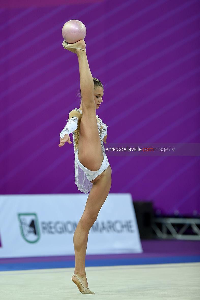русских голых гимнасток видео