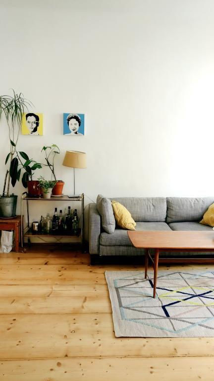 Geschmackvoll Eingerichtetes Wohnzimmer Im Schonen Wiener Altbau