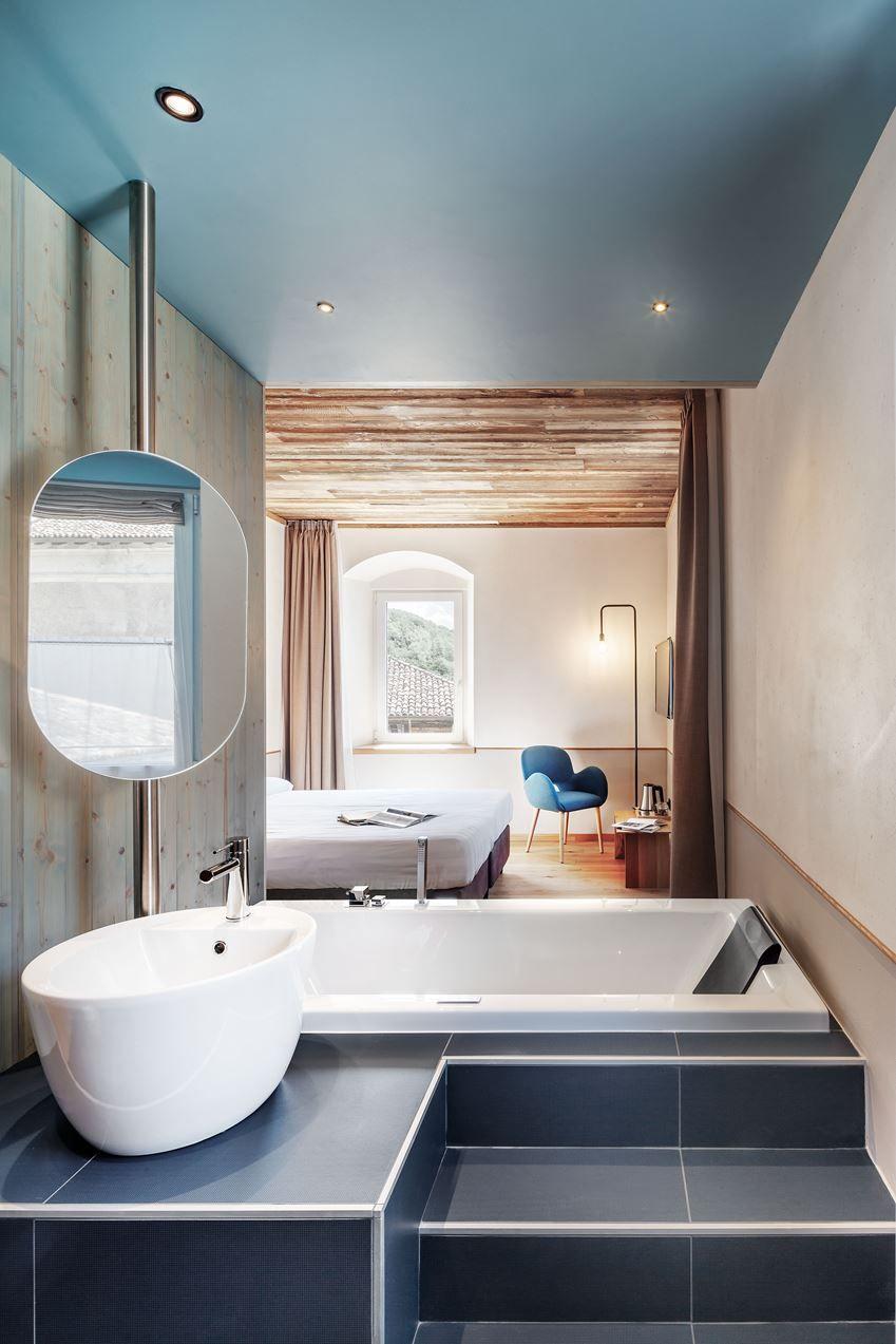 Hotel Garden - Picture gallery   Bathroom interior design ...