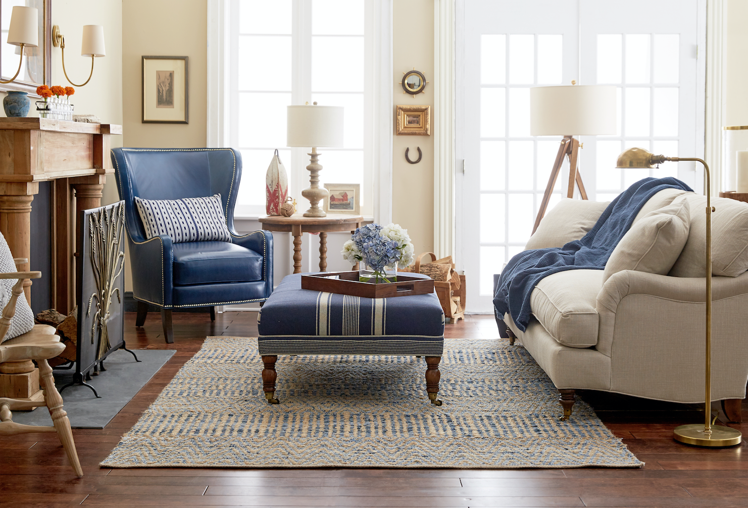New England Living Room Decor: Classic New England Living Room Style With Traditional