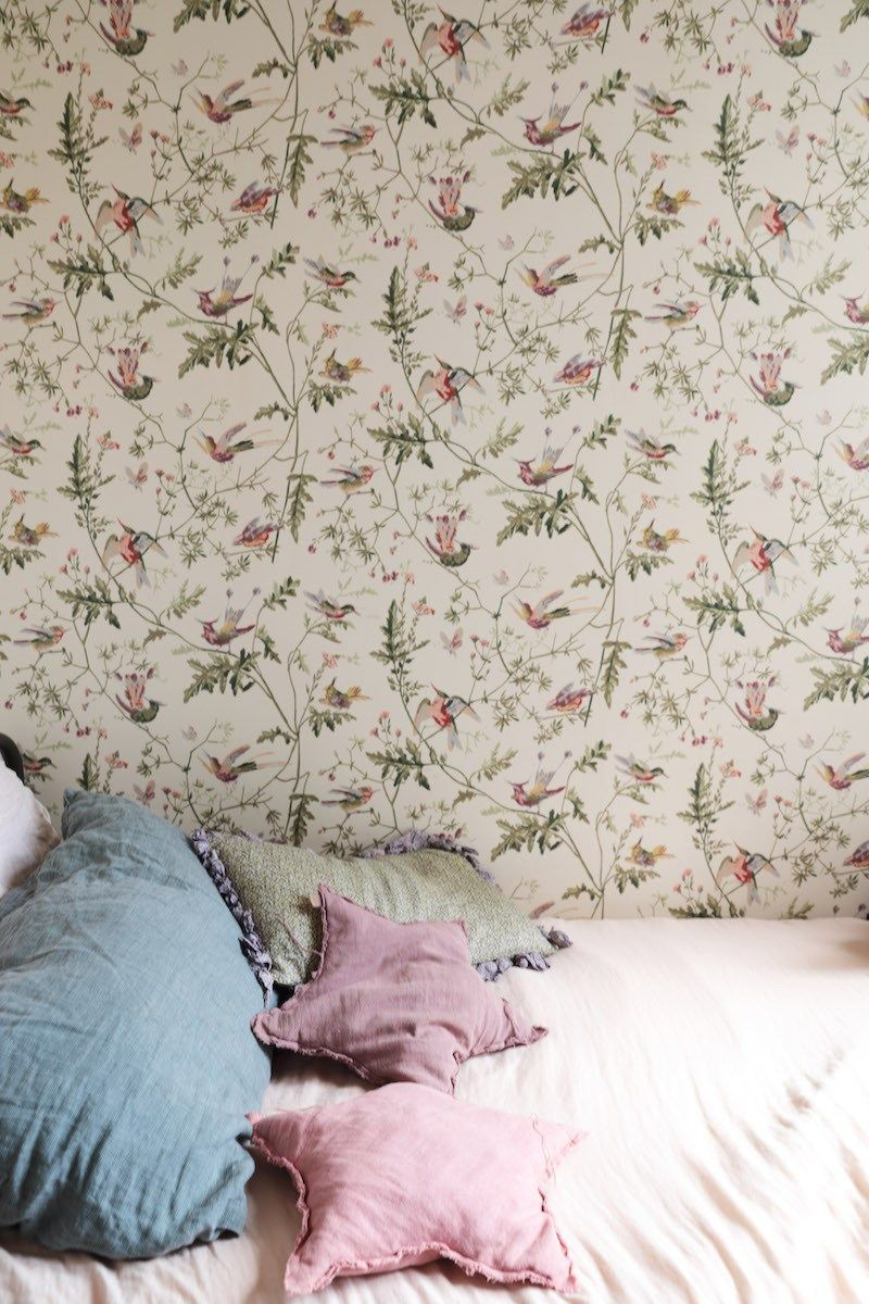 Papier Peint Romantique Et Retro Romantic And Retro Wallpaper Bohemian Apartment In Paris Appart Hummingbird Wallpaper Bohemian Apartment Retro Wallpaper