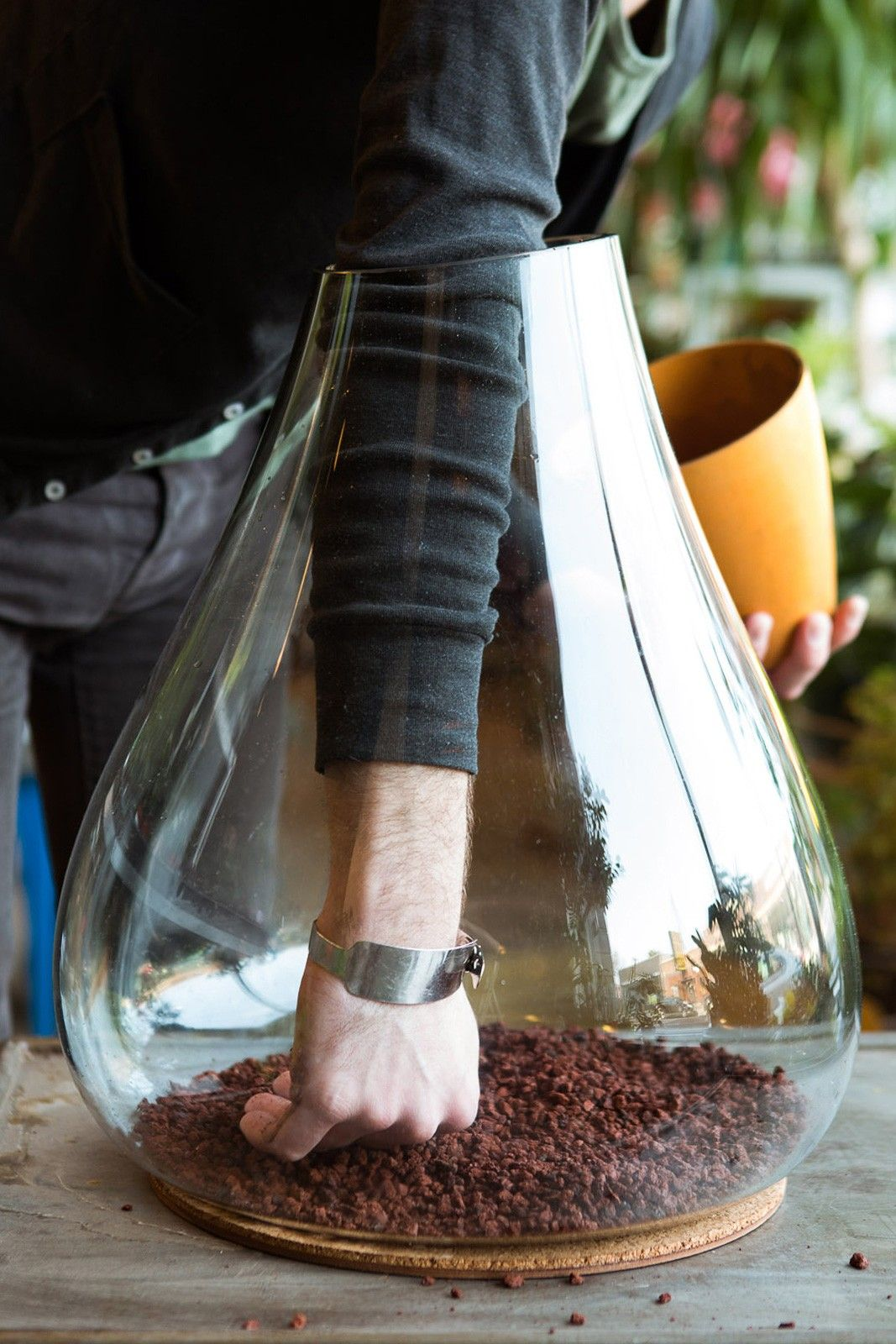 5 Inspiring (& Easy!) DIY Indoor Gardens #refinery29 http://www.refinery29.com/urban-gardening#slide-3 Step 1: Start by adding a layer of lava rock at the bottom of your container.