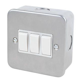 Screwfix 3 Gang 2 Way Switch Metal Clad 24937 Rugged Design With Tough Durable Metal Clad Finish Supplied With Mounting Box H Switch Metal High Gloss Finish