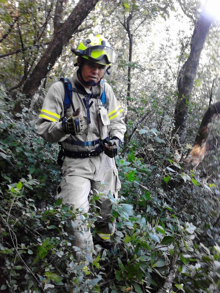 Casco EOM Amarillo Brillante y Guantes Hybrid Extrication de Ringers Gloves protegiendo a los Profesionales de Protección Civil Santiago, NL  #SoyEMS EMS Mexico | Equipando a los Profesionales