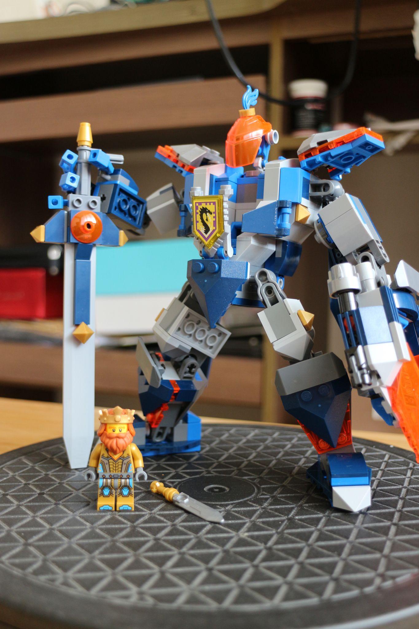 Nexo Knights Ausmalbilder Zum Ausdrucken Kostenlos : Lego King S Mech Lego Nexo Knights Pinterest Lego