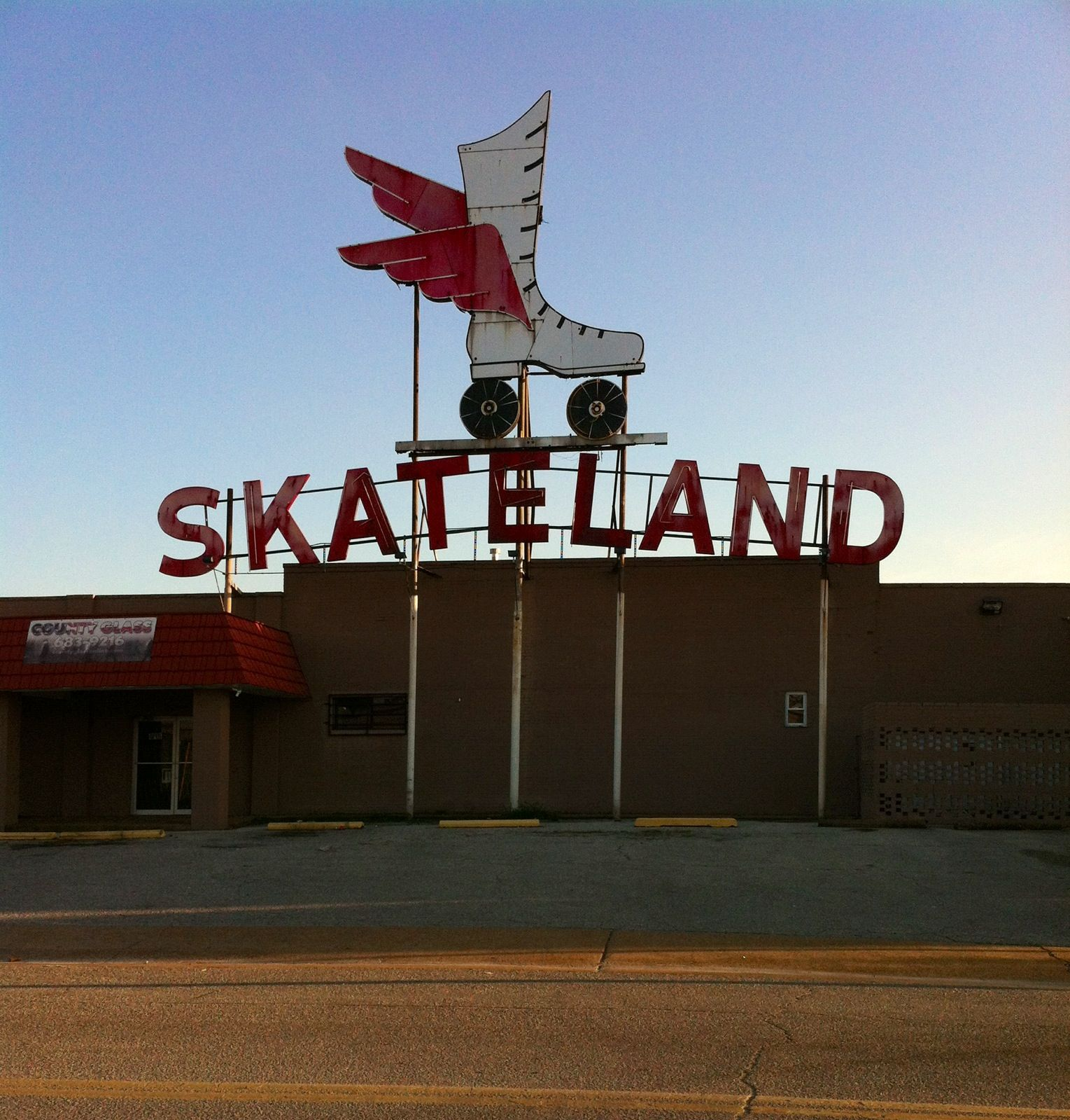 This Skateland Sign Has Been Around Since Before I Was Born A Memphis Landmark Memphis Memphis Tennessee Memphis Zoo
