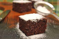 Murzynek – ulubione ciasto mojego męża. Wilgotne, bez zbędnych dodatków, oprószone obficie cukrem pudrem.   Murzynek: – 1 kostka masła – 1 szklanka cukru – 4 łyżki ciemnego kakao – 1/2 szklanki mleka – 3 jajka ( osobno żółtka i białka) – szczypta soli – 1 i 1/2 szklanki mąki – 1 czubata łyżeczka …