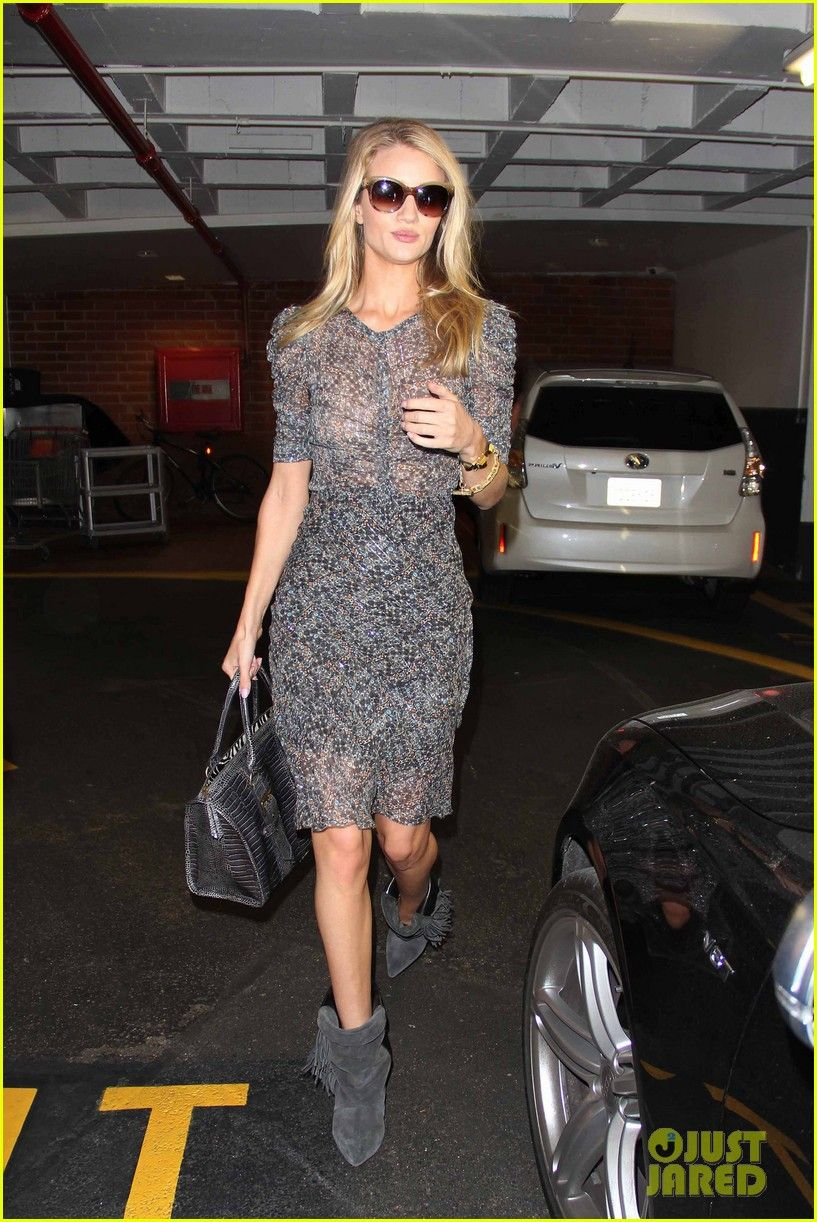 rosie huntington whiteley is super chic for doctors visit 04