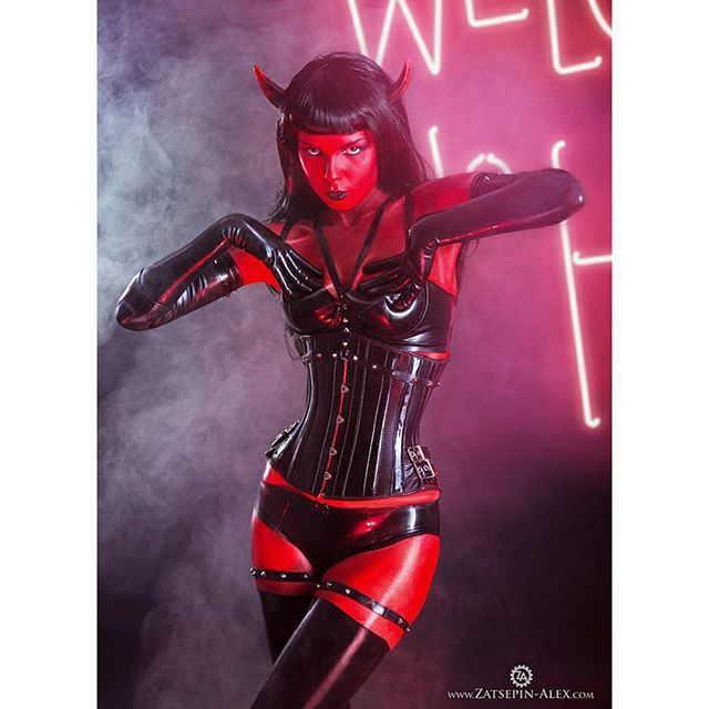 Alternative Model Elisanth Plays A SheDevil With Mehron Makeup And Latex Halloween 2015 I Love This Girl