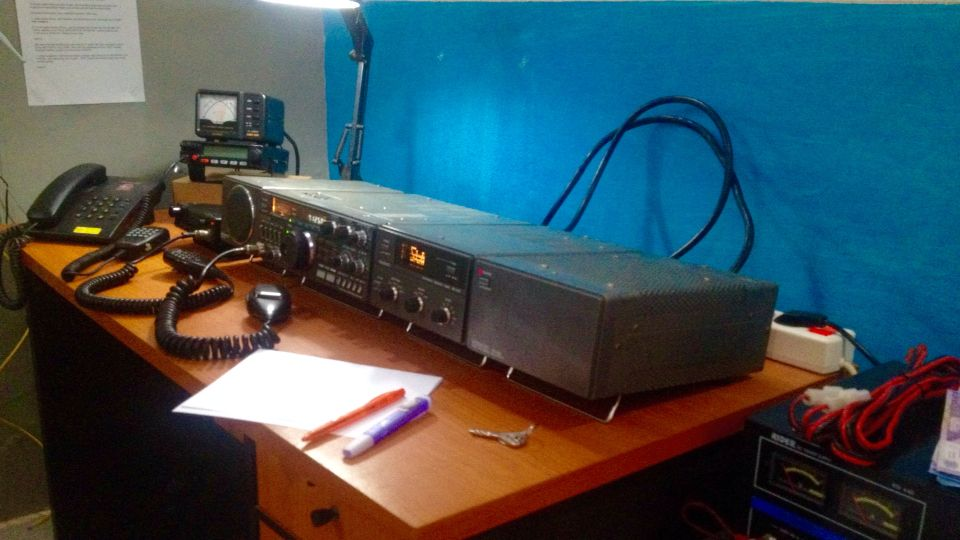 The very simply Ham Station Radio Shark kenwood TS- 430 S ...