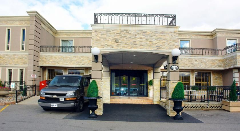 Comfort Inn Toronto Airport Mississauga Providing A Free 24 Hour Shuttle Service To Toront Toronto Hotels Toronto Airport Toronto Pearson International Airport