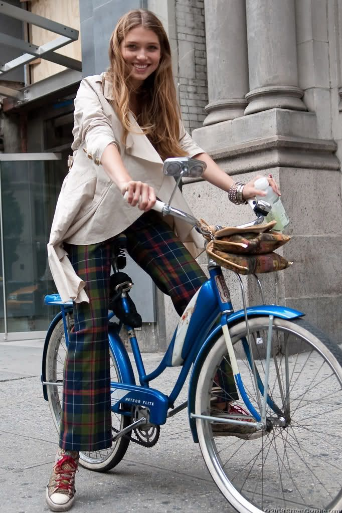 Top Models Still Ride Bicycles Nyc Hana On A Vintage Bike