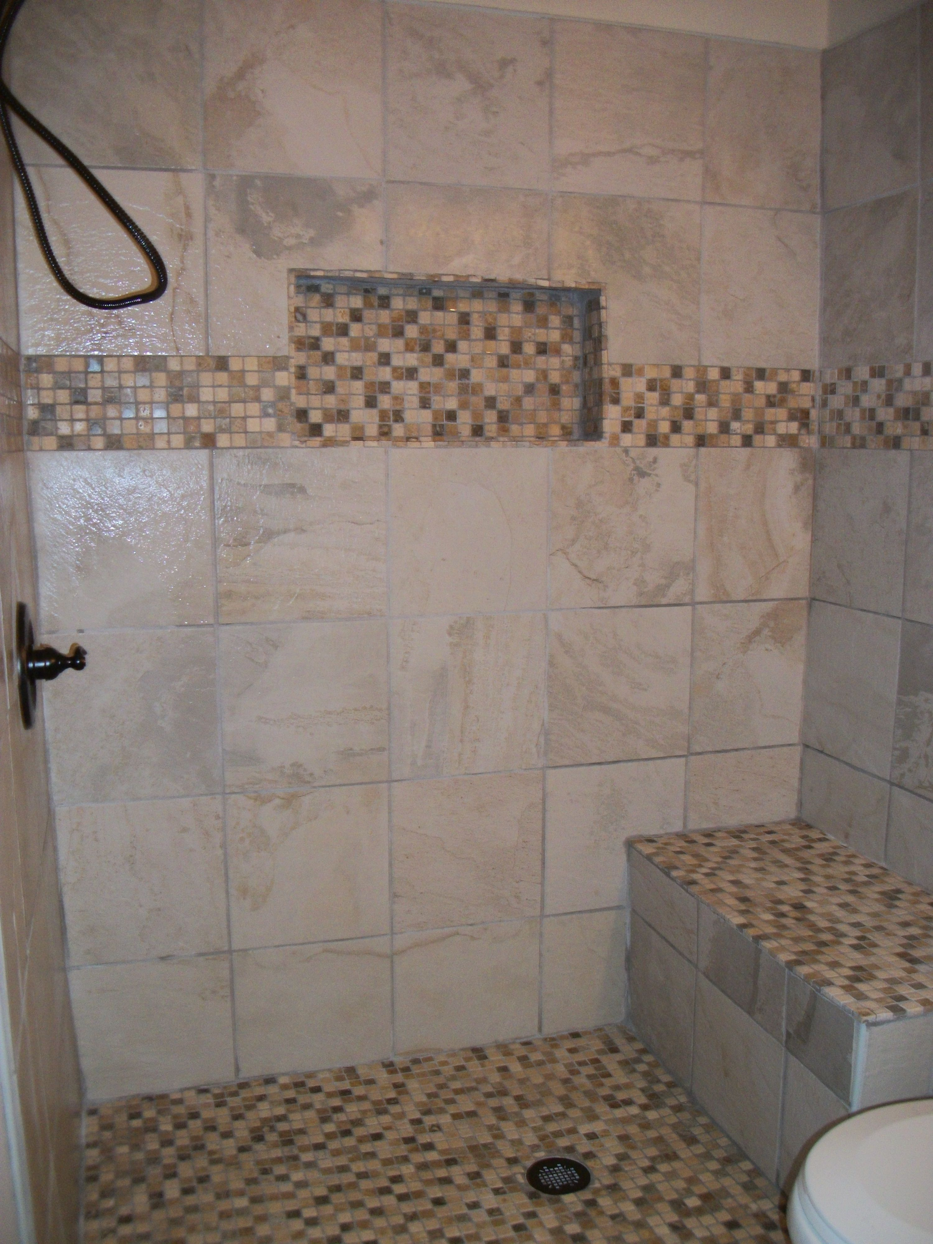 Walk-in shower with niche and bench | Southern Home ...