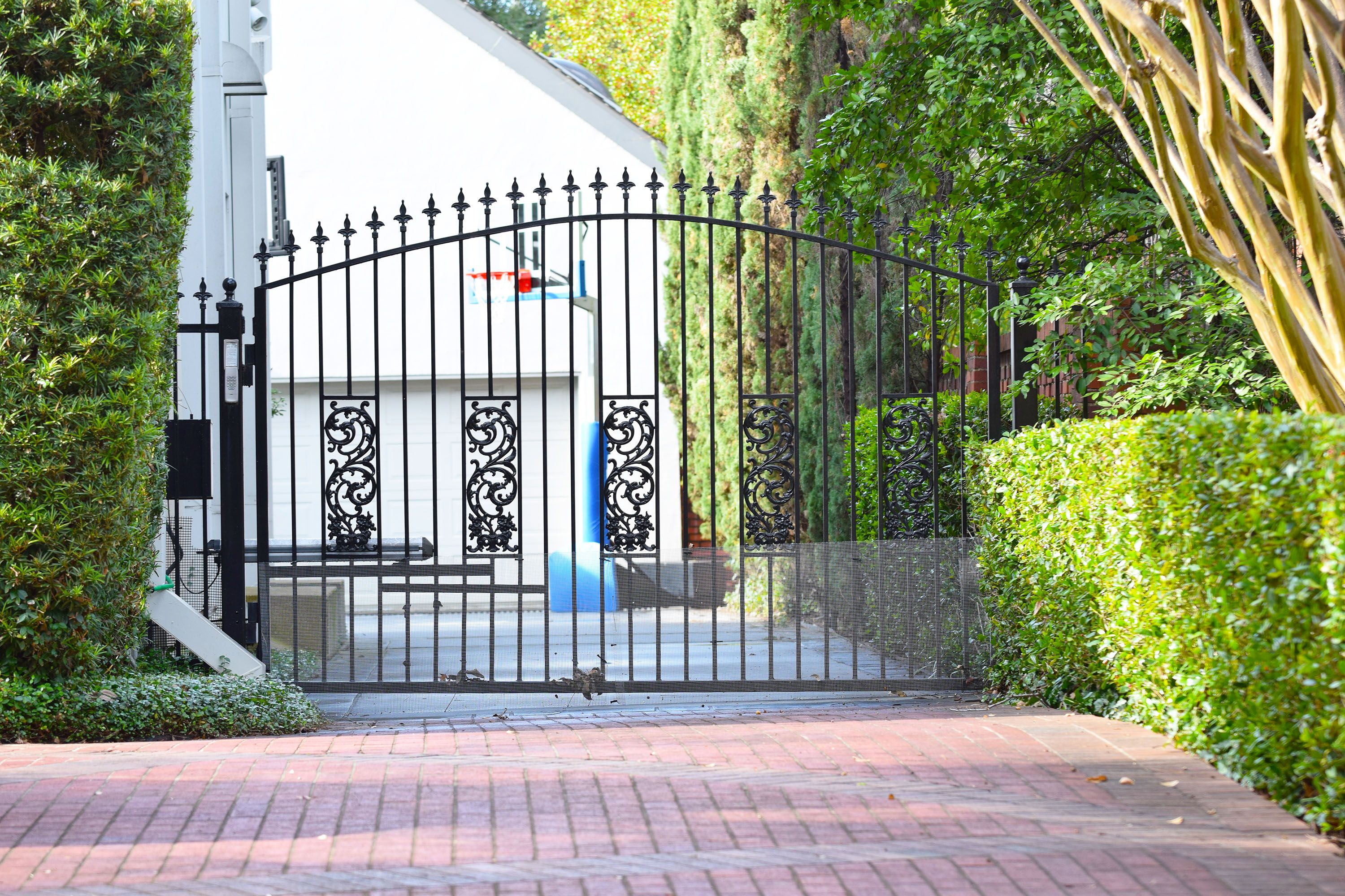 Why Stick With An Ordinary Drive Gate When You Can Customize It Any Way You Want This Gate Is Topped With Our Black Plastic Finials Item It Cast Finials Gate