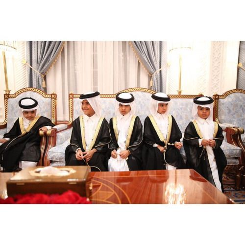Saudi Boys Wearing Traditional Saudi Bisht Outfit Middle Eastern Culture Traditional Outfits Traditional Dresses