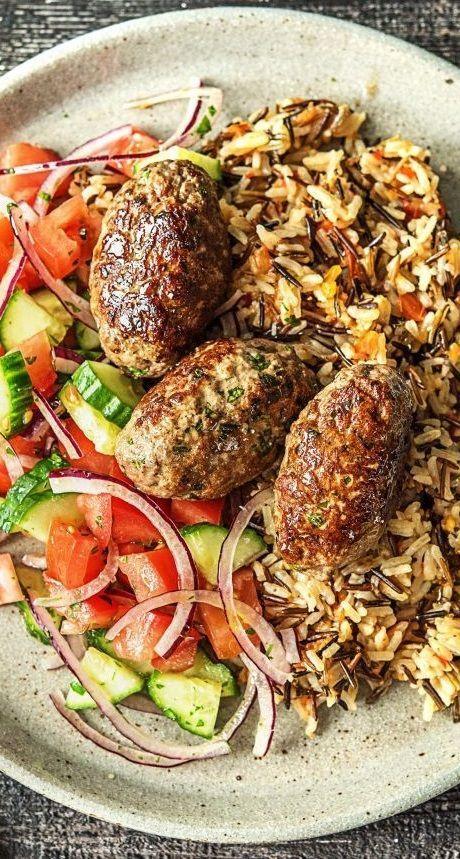 Step by Step Rezept: Hello Köfte! Türkisch-kräftige Frikadellen  mit Tomaten-Basmati-Wildreis, Salat und Joghurt-Dip.  Glutenfrei / Gesund / Schnell / 30 Minuten / Türkisch / Kochen / Rindfleisch