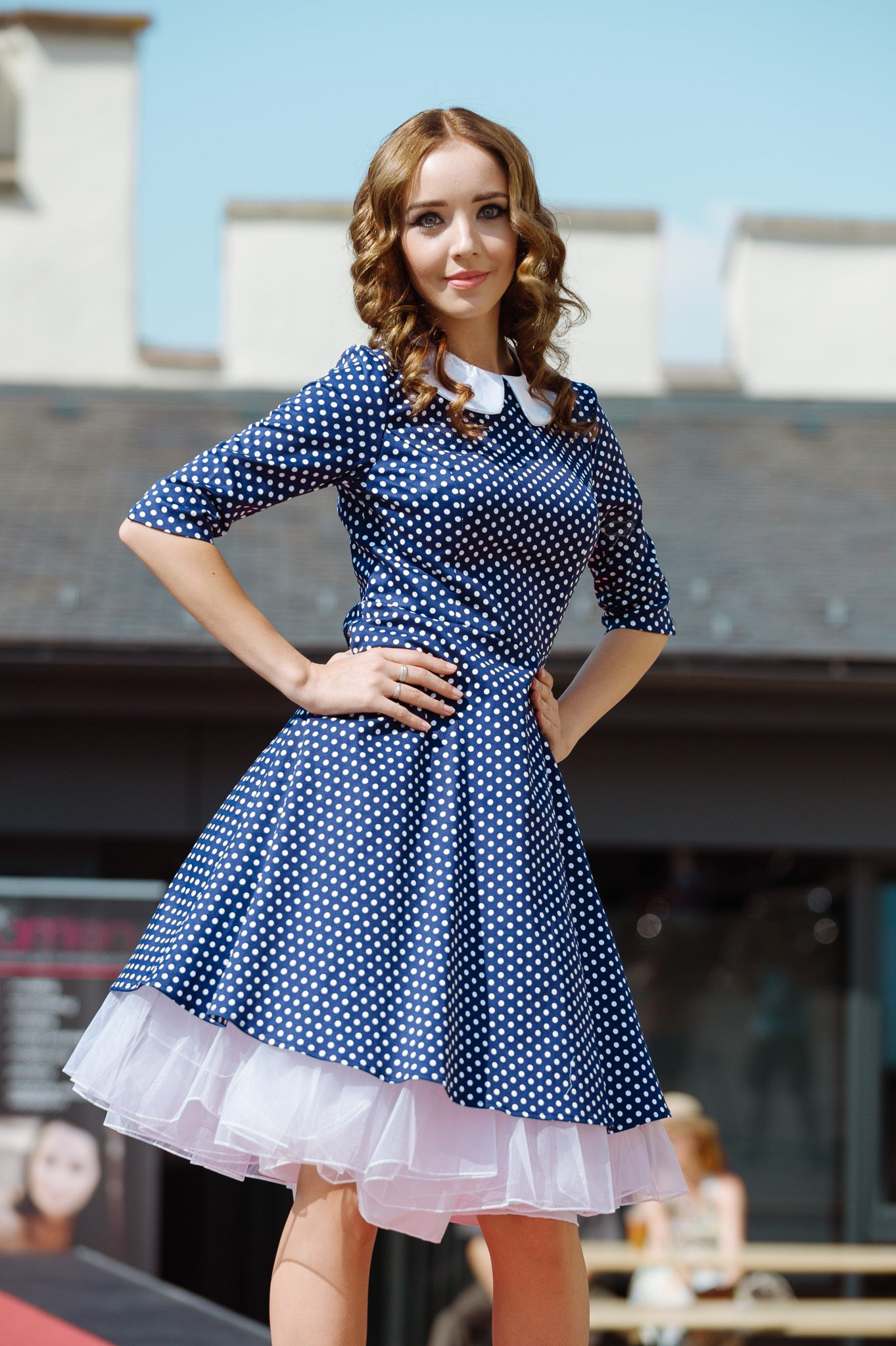 Modré retro šaty s bodkami s limčekom a 3/4 rukávmi