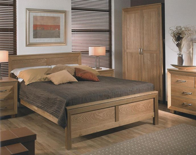 The Unique Design And Engraving Of The Interior Oak Bedroom ...