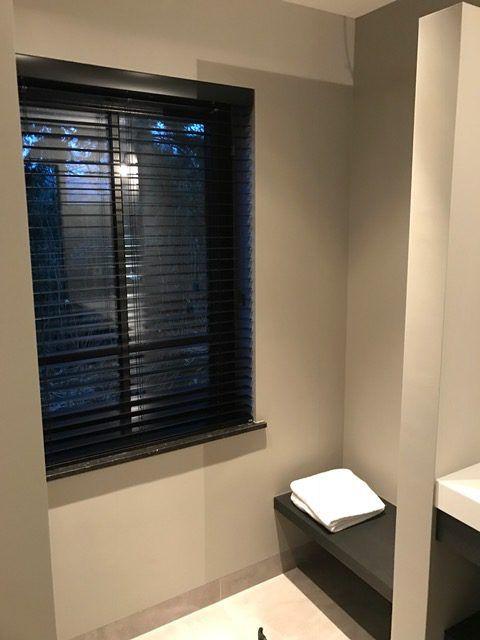 Badkamer met inloopdouche en badmeubel op maat. - Beniers Badkamers ...