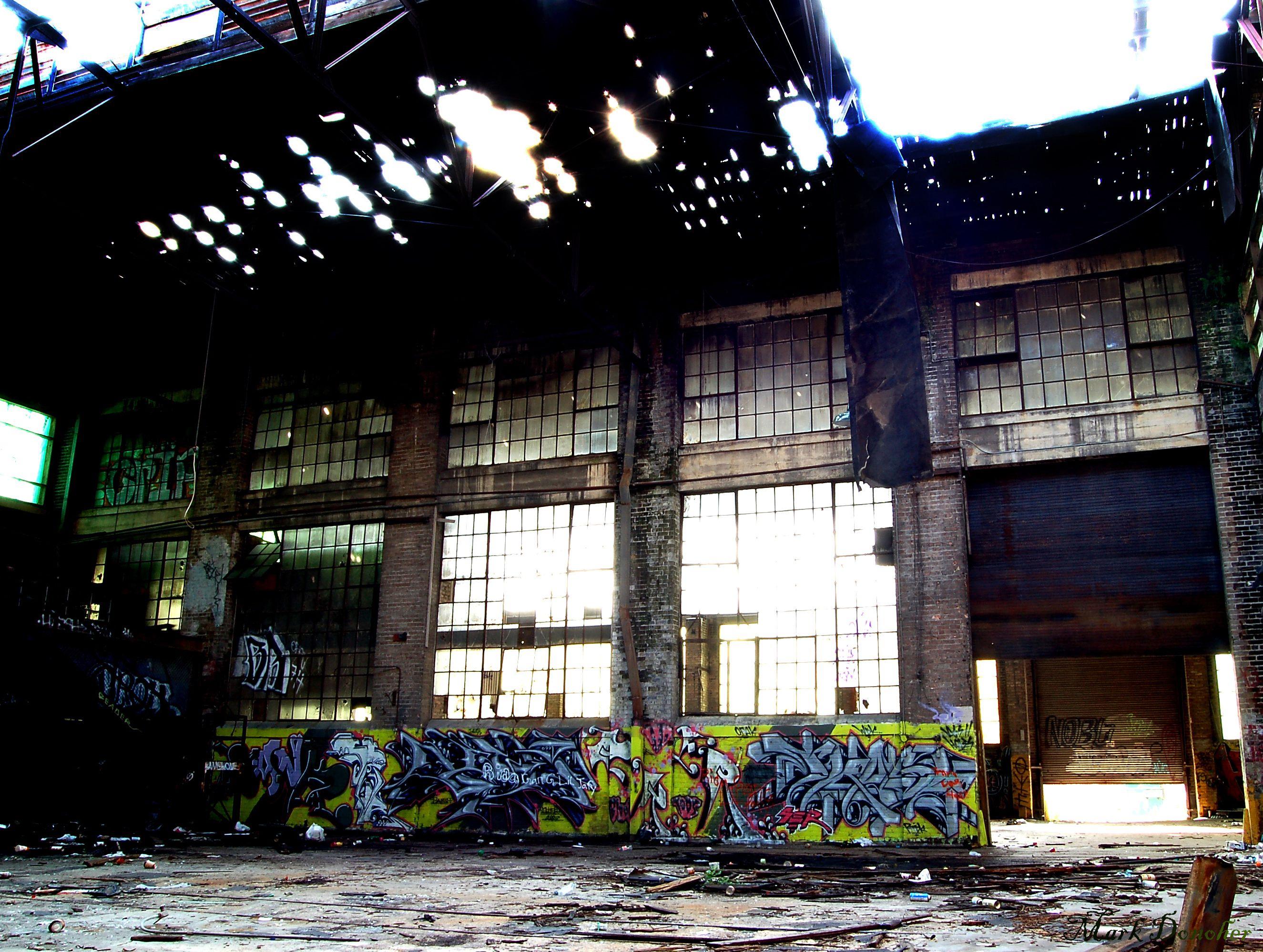 Ruined Warehouse | Par Mark Donoher www.flickr.com/photos/donohermark