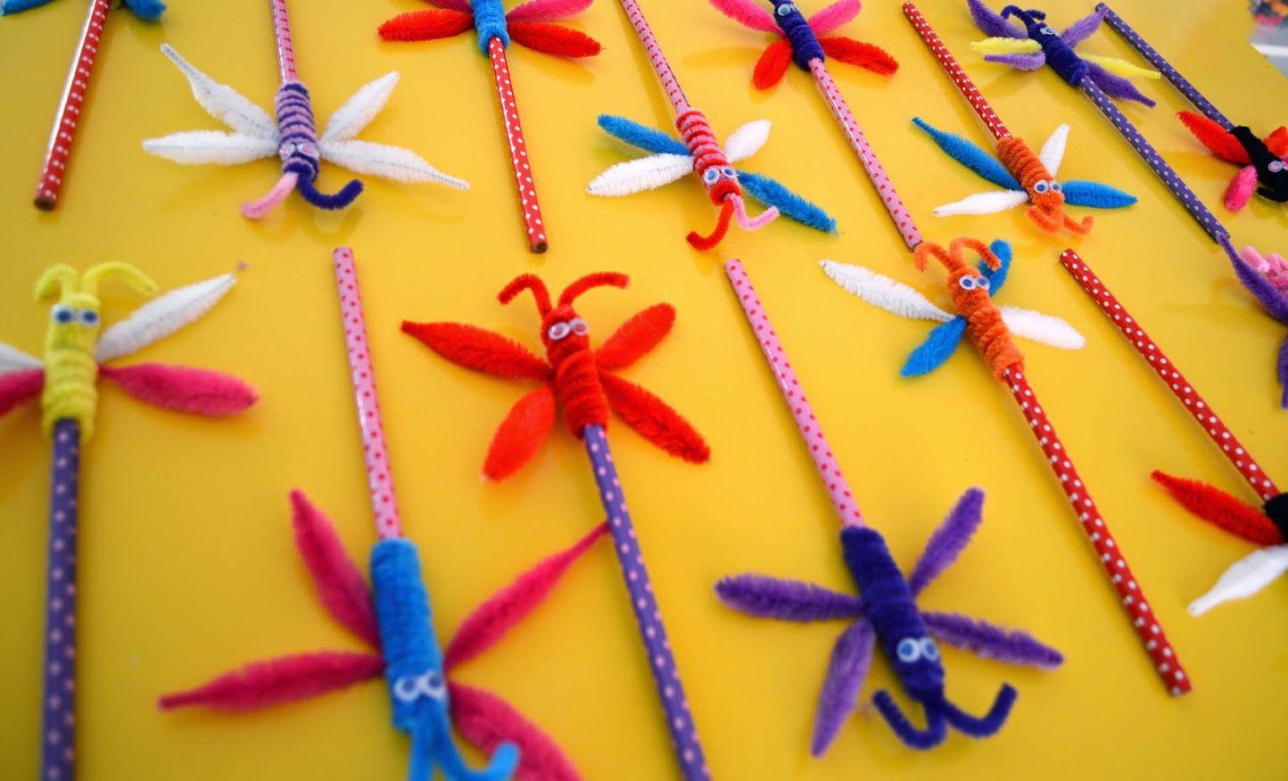 papillon en fil chenille maman bricolage crayon customs pinterest chenille maman et. Black Bedroom Furniture Sets. Home Design Ideas