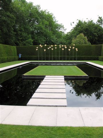 Modern Fountain In Garden Of Hampton Court Gardens In Herefordshire Water Features In The Garden Hampton Court Gardens Modern Landscaping