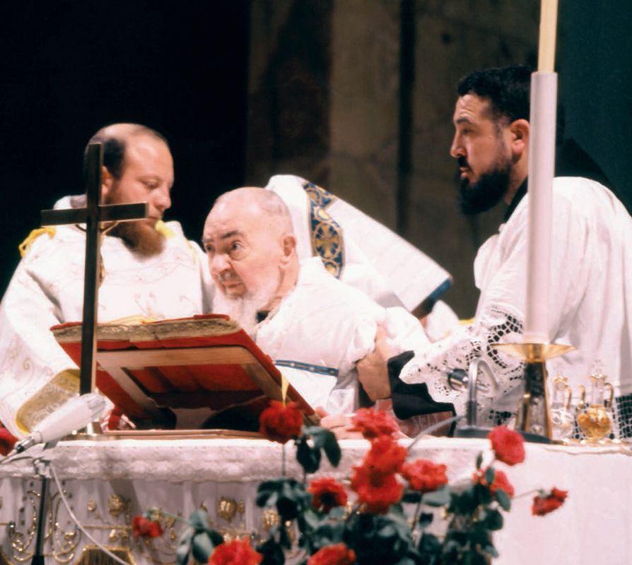 Padre Paolo Covino serve l'Ultima Messa di Padre Pio (22 settembre 1968) |  Confessionale, Padri, Cattolico