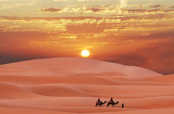 Il Deserto Sahara,un paesaggio straordinario, sospeso tra le magiche atmosfere dagli angoli più belli,che hanno pochi eguali al mondo.