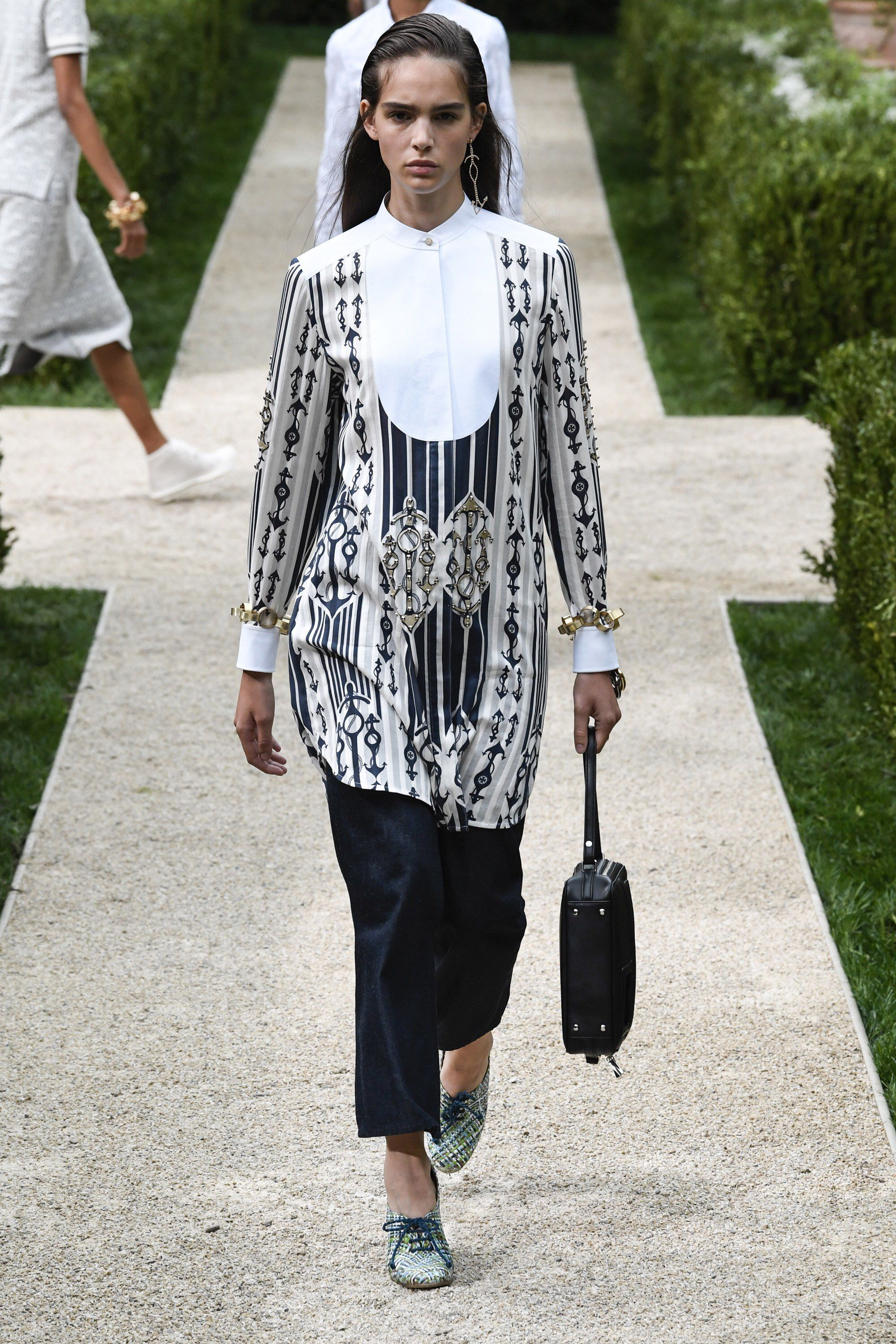 0a1be632e3 Tory Burch Spring 2019 Ready-to-Wear Fashion Show Collection: See the  complete Tory Burch Spring 2019 Ready-to-Wear collection. Look 29