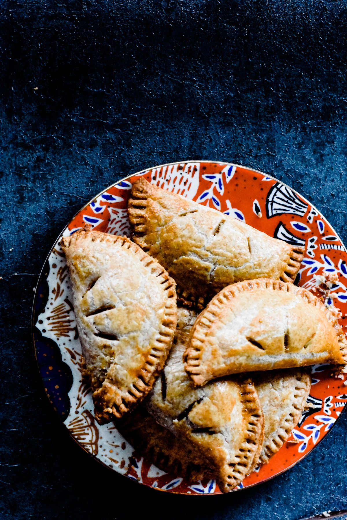 Pumpkin Pasties Pumpkin Pasties - These Homemade Pumpkin Pasties are inspired by the Harry Potter books! They're made with crisp, flaky, buttery, homemade pie crust and filled with a scrumptious maple pumpkin filling! SO delicious. |