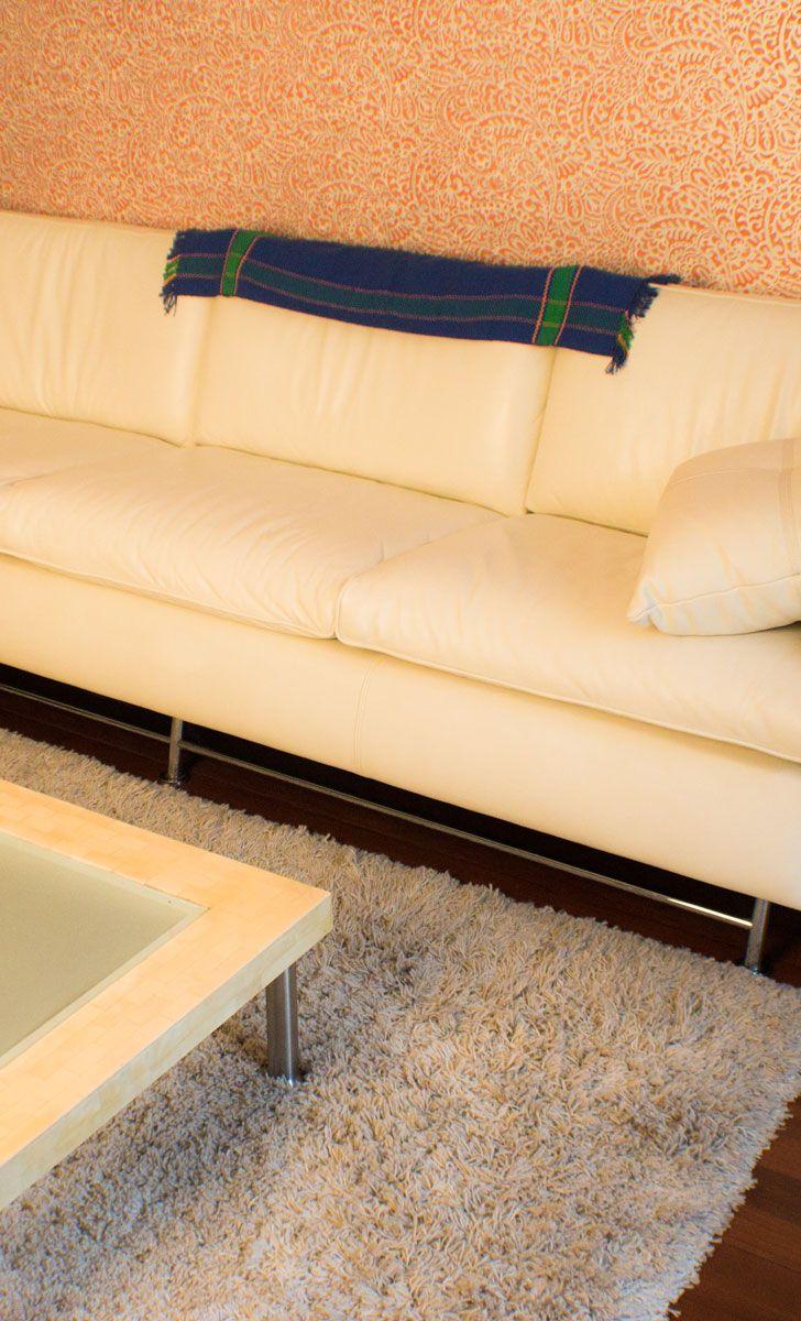 Is there such a thing as a sofa runner? There may be, because this adds color to any home!  | ¿Existirá algo como un camino de sofá? ¡Creemos que sí, porque esto añade color a cualquier hogar!