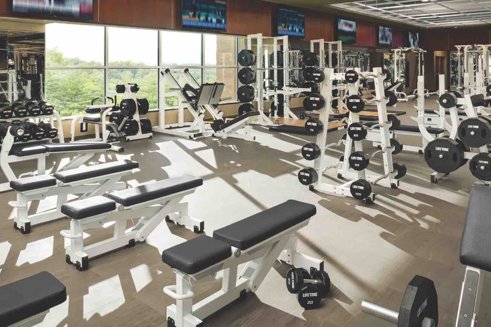 Luxury Gym Resort Style Pools And Spa Lifetime Fitness Luxury Gym Spa Life