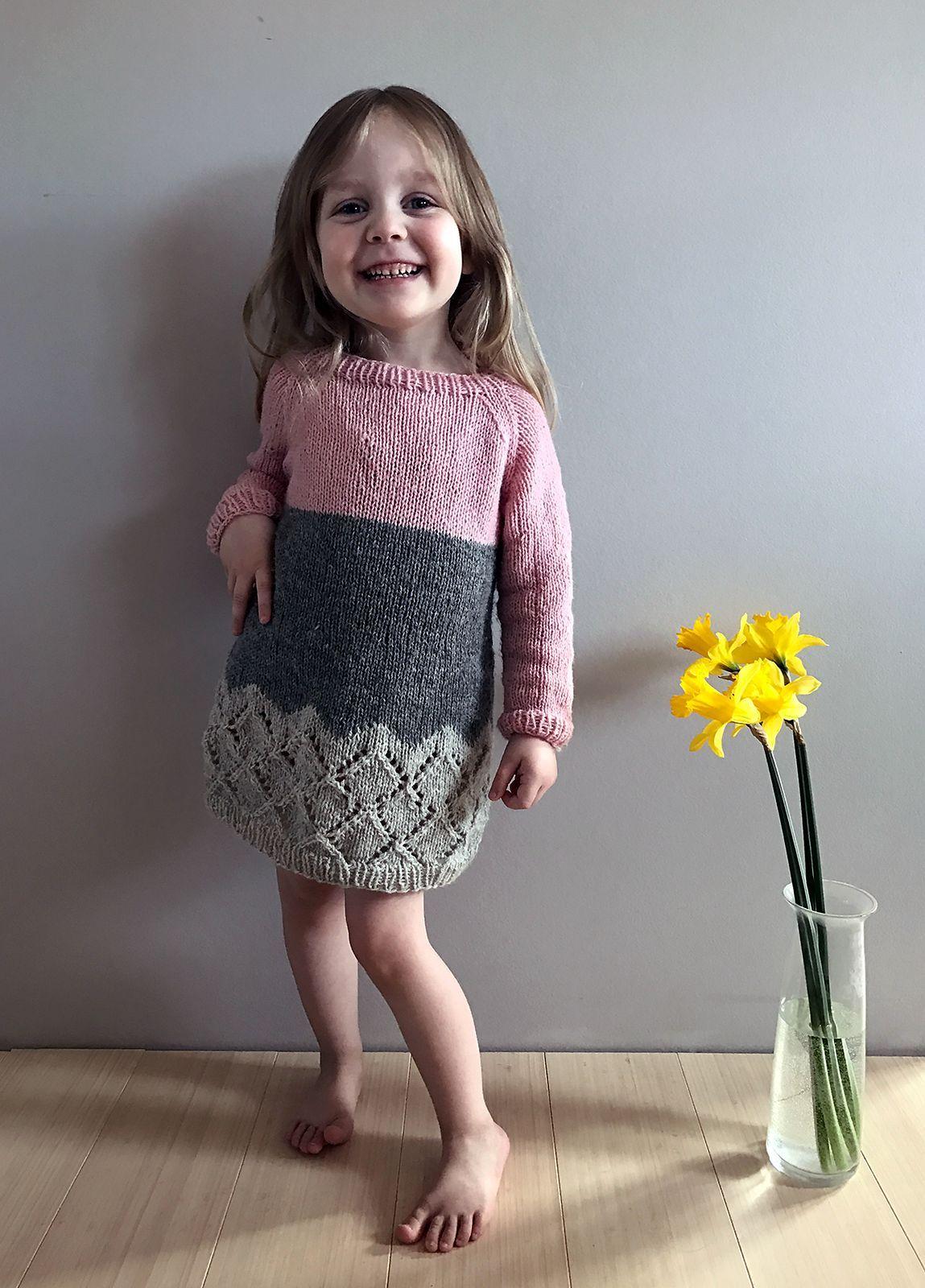 Вязанное платье для девочки с регланом 8