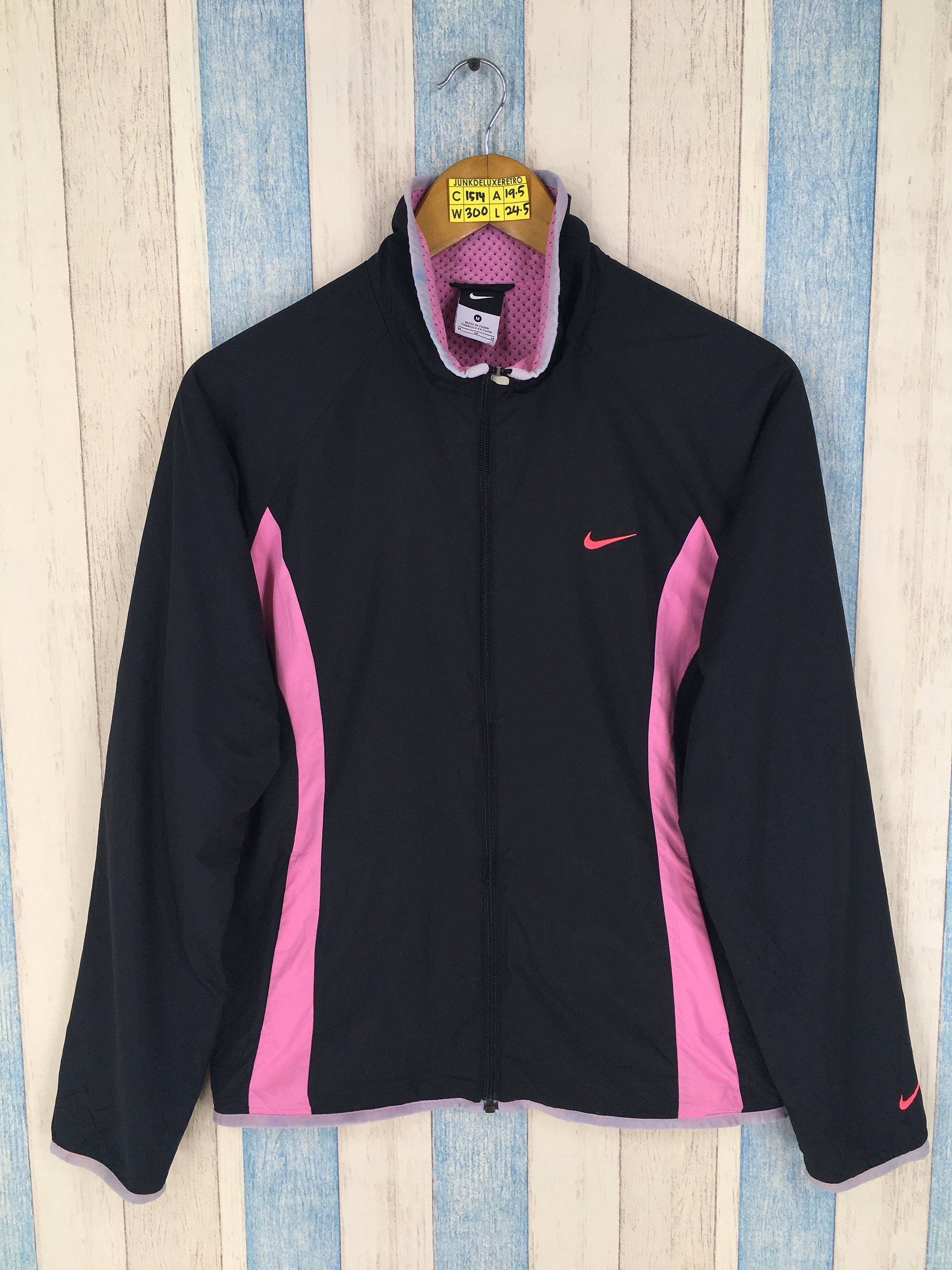 82fa4ca760f4 NIKE Windbreaker Women Medium Vintage 90s Nike Streetwear Black Nike Swoosh  Sportswear Nike Air Windrunner Training