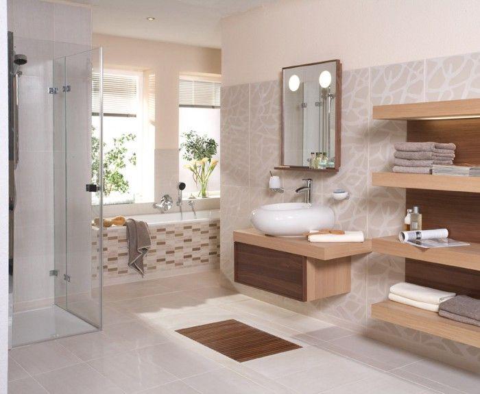 Eigentijdse badkamer met douche en bad deze gezellige badkamer