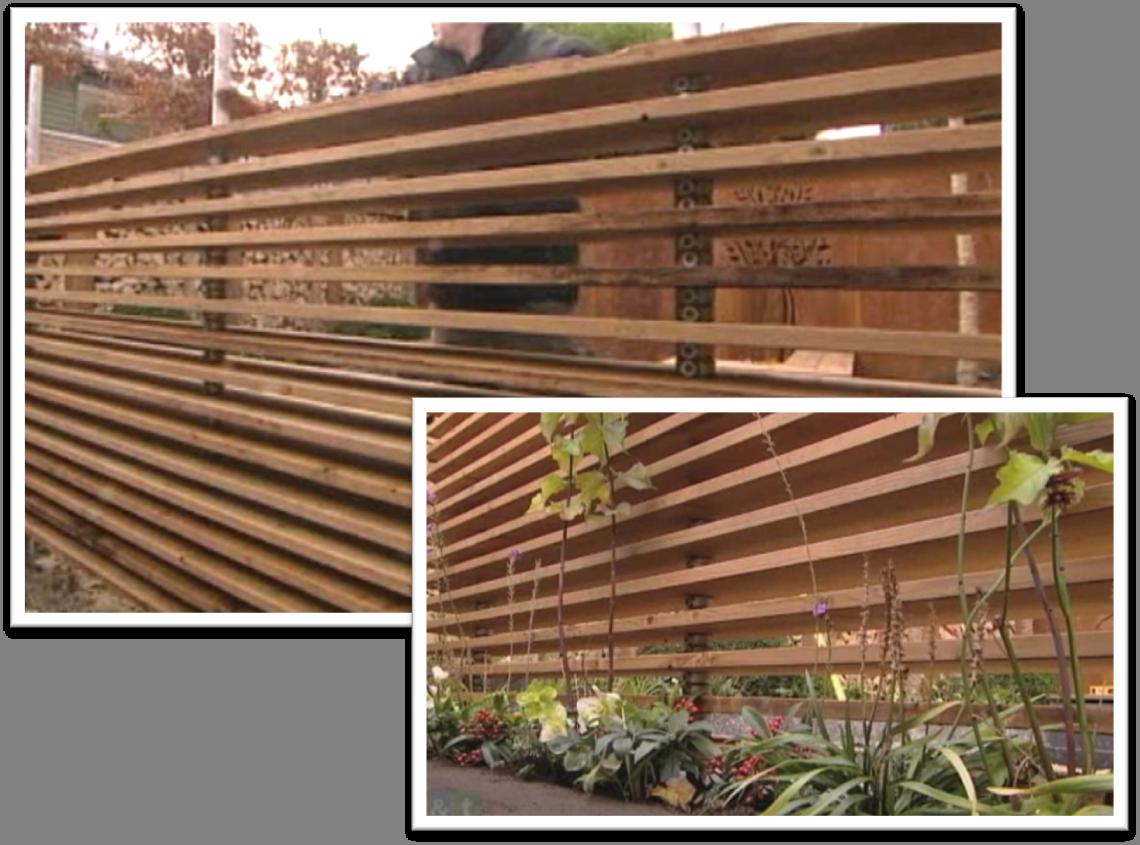 Ehent ideetje 39 open 39 schutting van steigerpijpen met daarover geplatoniseerd vuren planken - Planken modern design ...
