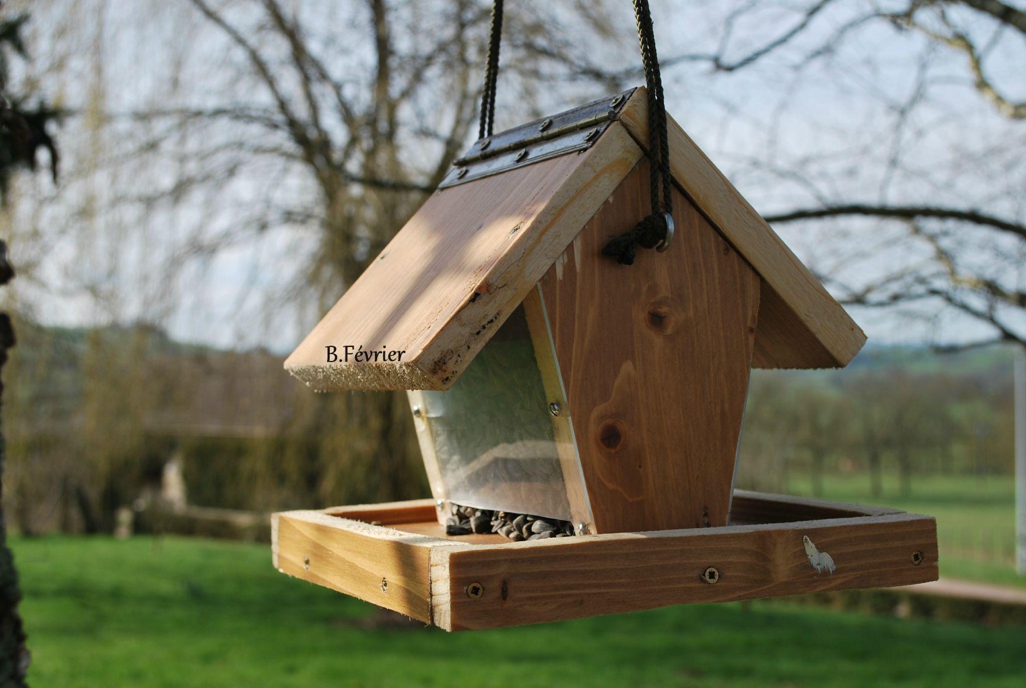 fabrication de mangeoire pour oiseaux du jardin id e jardin pinterest mangeoire oiseau. Black Bedroom Furniture Sets. Home Design Ideas