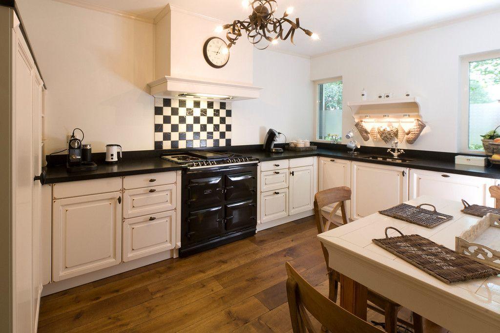Keuken Landelijk Ramen : Agahuis voor de aga en de keuken kleine ramen in keuken jaren