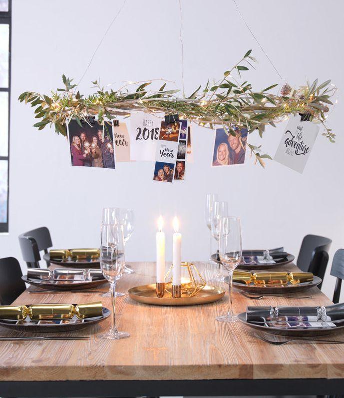 silvester deko ein kranz mit den sch nsten fotos des jahres led diy silvesterdeko und fotoabz ge. Black Bedroom Furniture Sets. Home Design Ideas