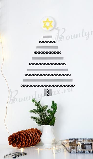 Last Minute Wall Christmas Tree Designs Offering Space Saving Ideas - how to decorate a small christmas tree