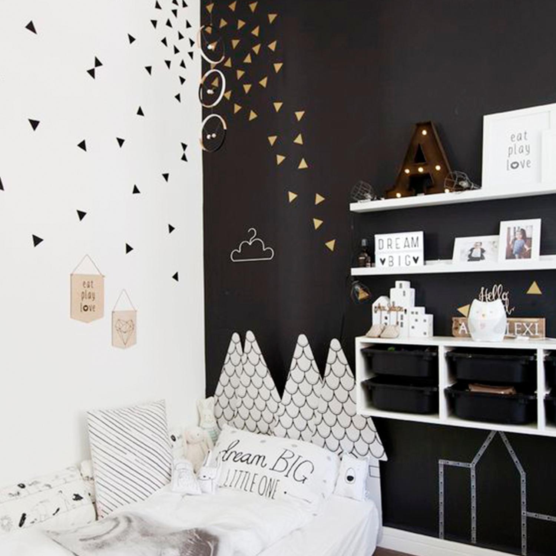 Habitaci n infantil en blanco y negro con tri ngulos de for Habitacion con vinilo