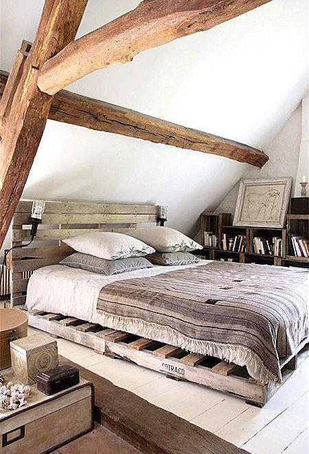 Superbe Chambre En Bois :) Palettes Recyclée Pour Le Sommier Et La Tete De Lit