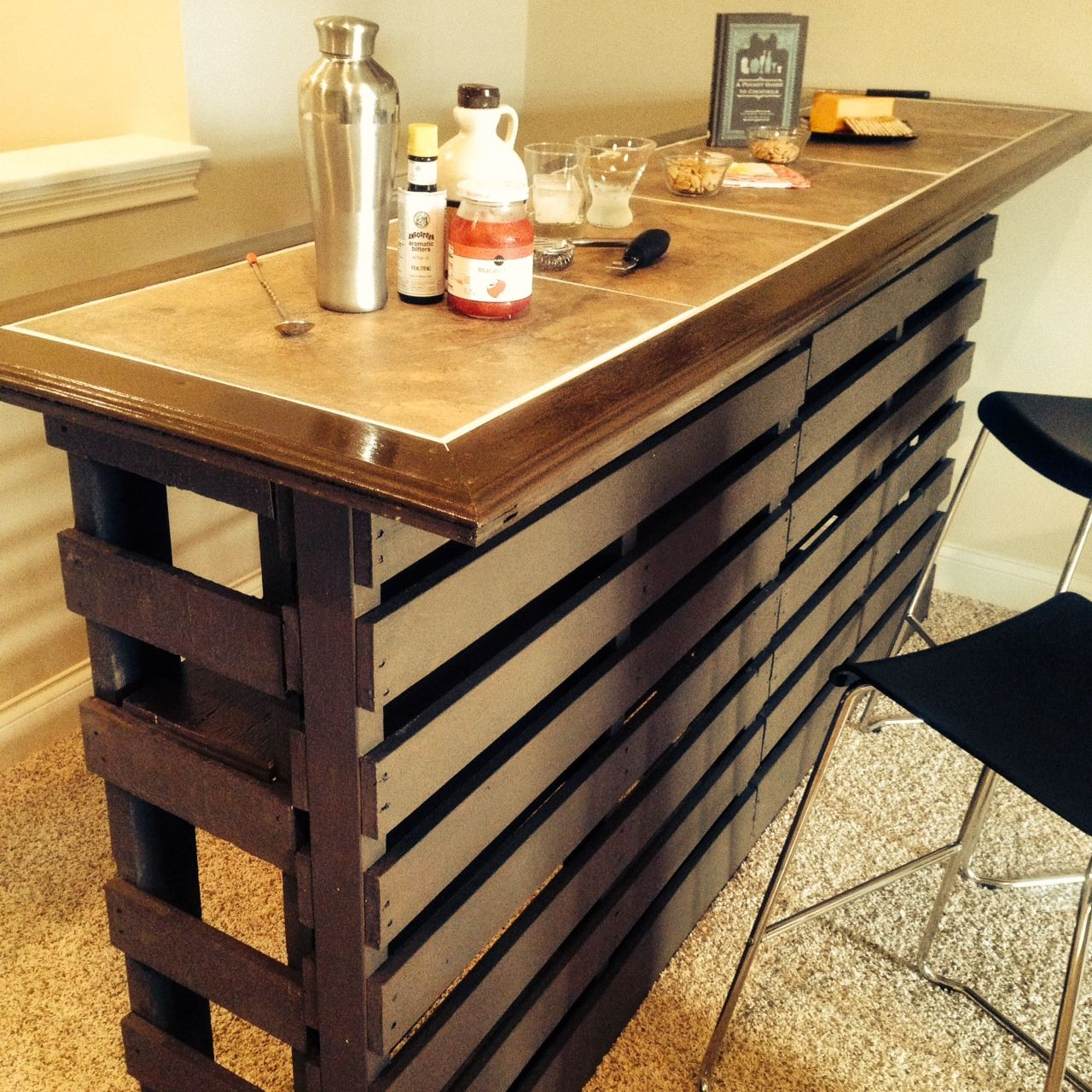 How I Built A DIY Indoor Bar With Discarded Pallets for $140 | DIY ...