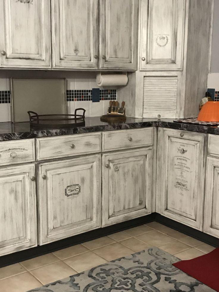 20 Lantbrukskokideer For En Budget For 2018 Farmhouse Style Kitchen Modern Farmhouse Kitc Distressed Kitchen Cabinets Rustic Kitchen Rustic Kitchen Cabinets