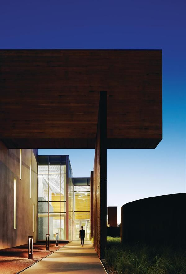 James I. Swenson Civil Engineering Building, Ross Barney Architects, Duluth, Minnesota.