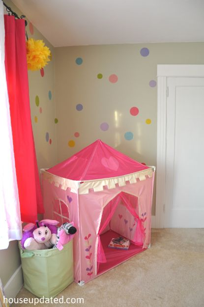 I like that little girls tent & polka dot wall pink tent girlu0027s room | Playing House | Pinterest ...
