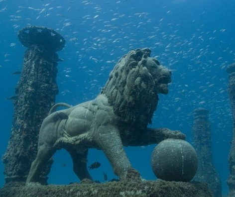 Cleopatra S Palace In Alexandria This Underwater Lion Statue That Looks Like The Premier League Logo Is Underwater City Underwater Diving