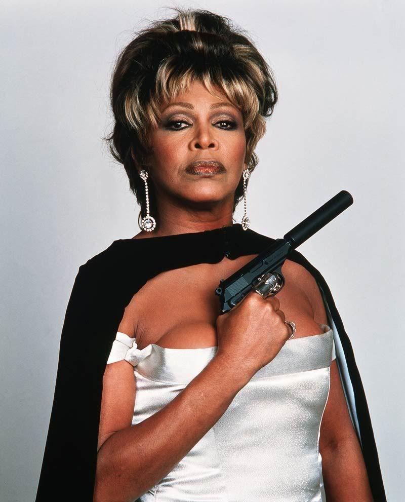 Tina Turner posando para Goldeneye premiere 1995. Foto. General.