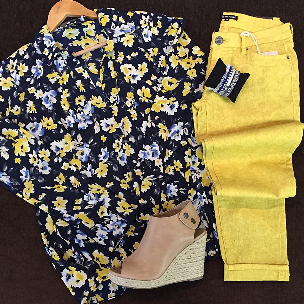 This look just screams spring and we love it!! Floral V-Neck | Suki Cameron crops | Metcalf wedges | Royalty BR set. Use code SPRING15 for 15% off site-wide at sophieshoes.com! #sophieshoesjoplin #dearjohndenim #wemusthaveshoes